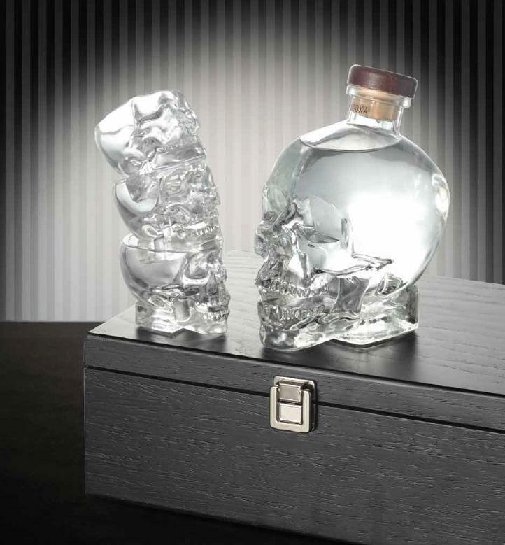 crystal head crystal head vodka 70 cl in cofanetto regalo elegante con 3 bicchieri