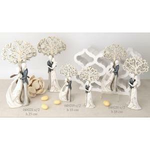 coppia sposi in resina con albero soggetti assortiti - 19 cm